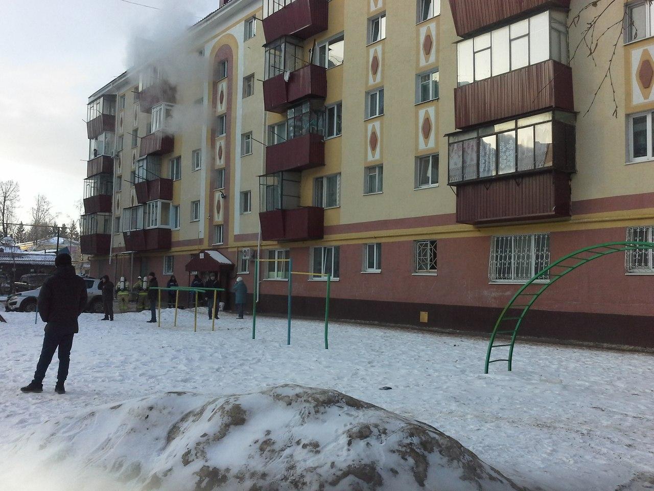 Из горящего дома в Альметьевске огнеборцы спасли 26 человек