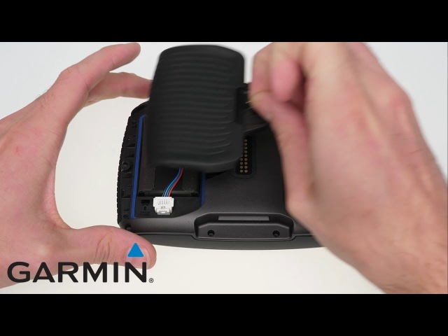 Support: Accessing the battery compartment on a zūmo 590/595