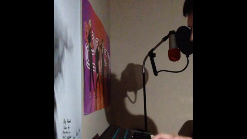 Playing Poly-800 mrkitty korg synthesizer