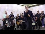 Валерий Сюткин выступает в московском метро (#neborecords)