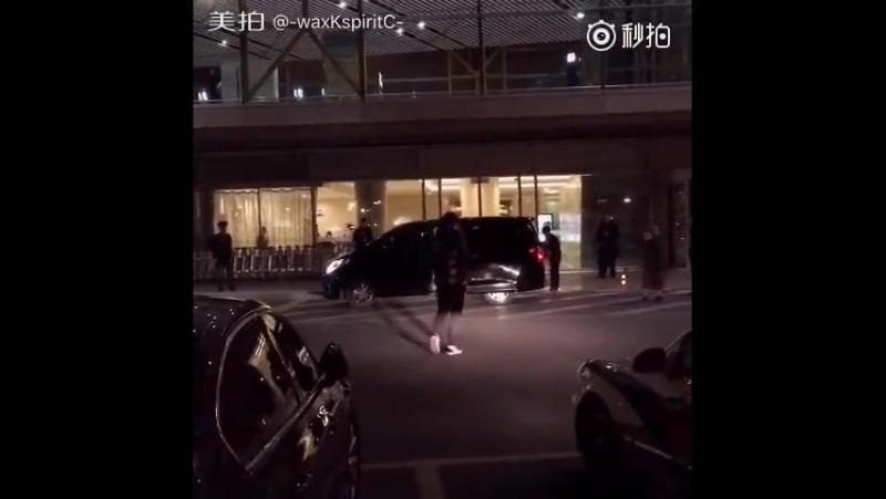 [FANCAM] 171218 Beijing Airport @ Wu Yi Fan