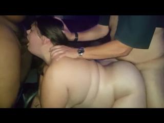 Муж подложил свою жирную шлюху-жену под троих мужиков и снял все на камеру (порно bbw gangbang )