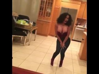 Cardi B танцует под песню украинской группы NikitA «Французский поцелуй»
