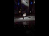 Татьяна Навка и Петр Чернышов в роли Руслана и Людмилы. Поют Александр Панайотов и Ани Лорак.
