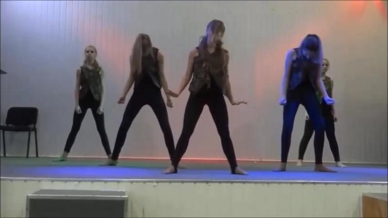 Танец к 23 февраля на сцене в школе под песню Кукушка - Дарья Волосевич (песня Виктора Цоя)
