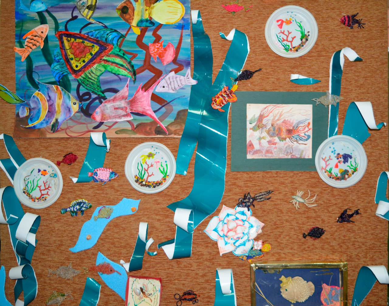 семинар-практикум Творчество и мир - стенд с работами учинеков студии