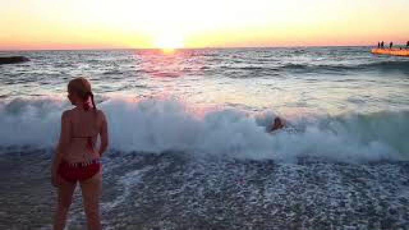 2017 07 30 Купалка на закате в больших волнах
