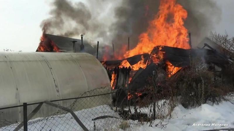 Молодой человек спас соседей двух пенсионеров на пожаре в Златоусте смотреть онлайн без регистрации