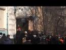 Киев. 18 февраля, 2014. Штурм офиса партии Регионов. Начало видео Андрея Бородавко.