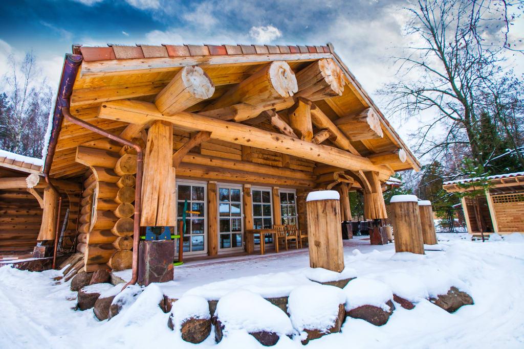 Деревянный дом из красного канадского кедра