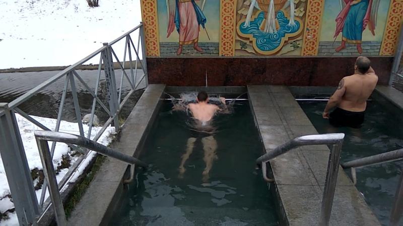 С Крещением Господним! С большим днем и святым. Пусть сердце будет теплым. Здоровья, веры, сил!   Купание