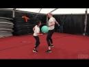 Мэйси Уильямс и Гвендолин Кристи перед съемкой сцены их тренировочного боя