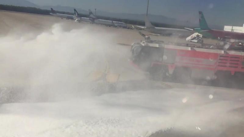 Авария на самолёте распылителе пассажиров обрызгало химтрейлом