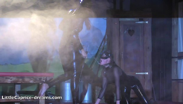 WOW Catwomen lesbo show # 1