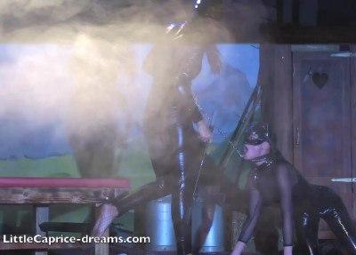 Catwomen lesbo show