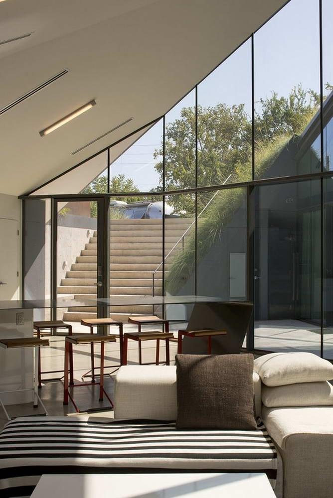 Дом-холм (Edgeland House) в США от Bercy Chen Studio.