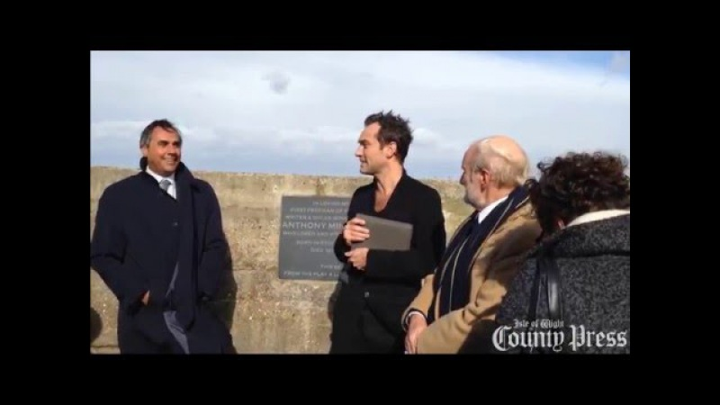 Jude Law unveils a memorial to the late film director Anthony Minghella on the Isle of Wight
