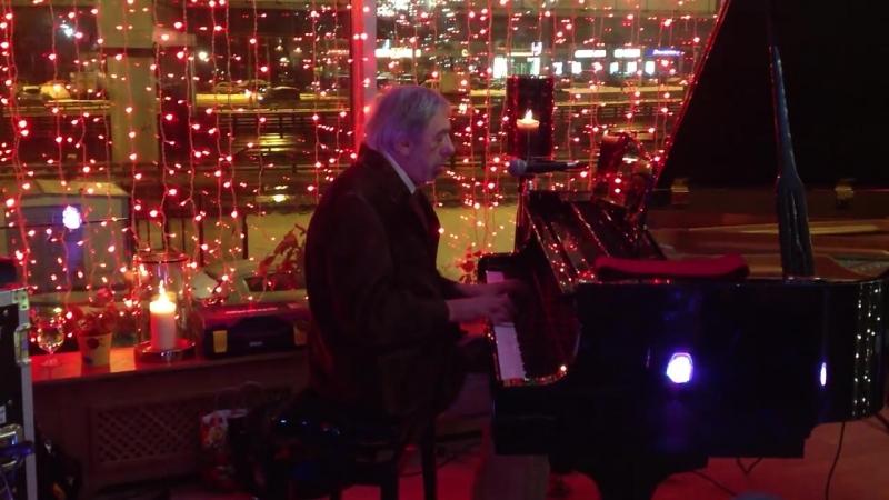 Эдуард Артемьев играет на рояле 30.11.2012 (part1)