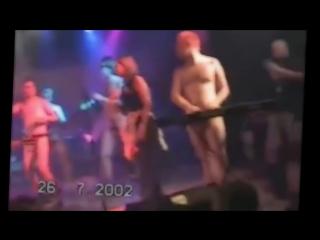 Пьяный Голый Шнур на сцене в Германии