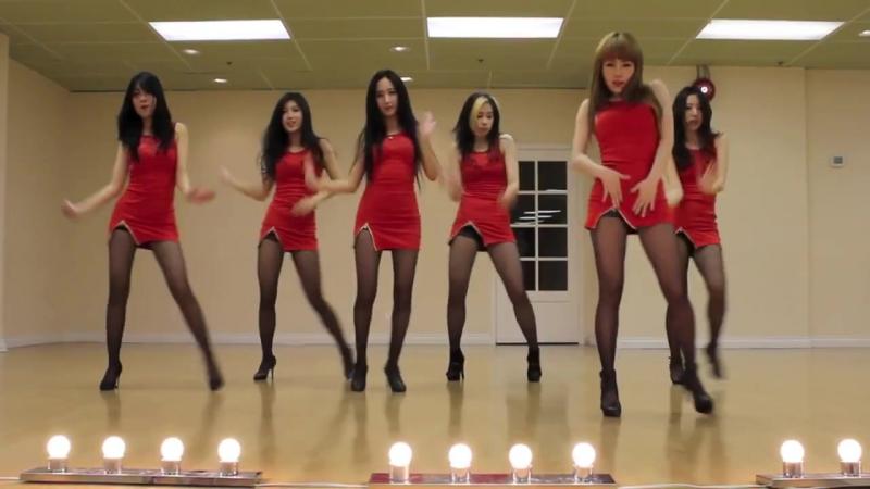 Красивые стройные девушки в мини юбках платьях длинные ножки в колготках в туфлях на высоких каблуках