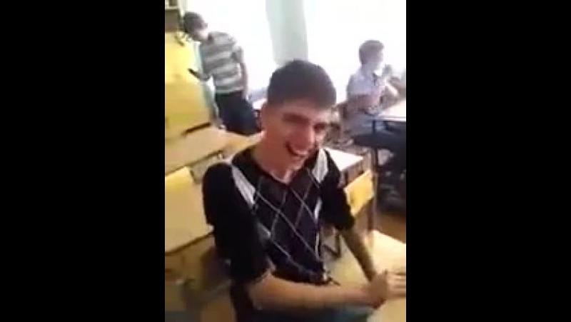 Patsan ugarno smeyotsya v shkole 1