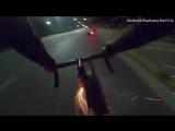 Велосипедист обстрелял мотоциклиста с фейерверка.