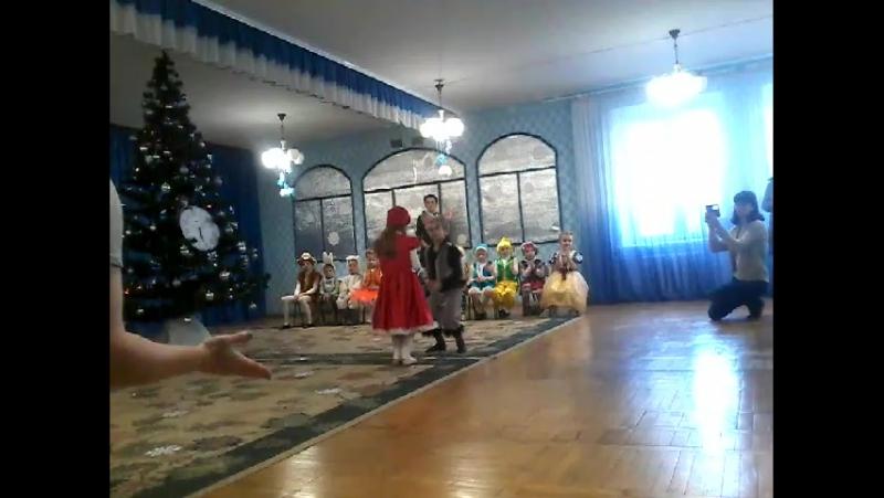 танок червоної шапочки та вовка -вихованці спец.б групи