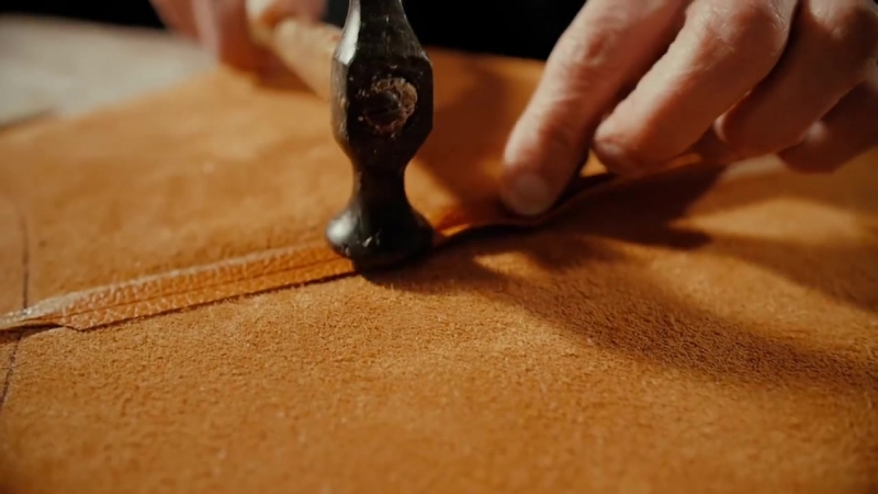 Italian Craftsmen Making Leather Bag _ Del Giudice Roma