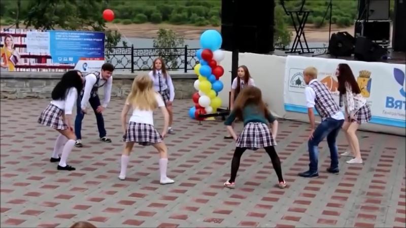 Танцевальное шоу в лагере - Дети хлопают в ладоши » Freewka.com - Смотреть онлайн в хорощем качестве