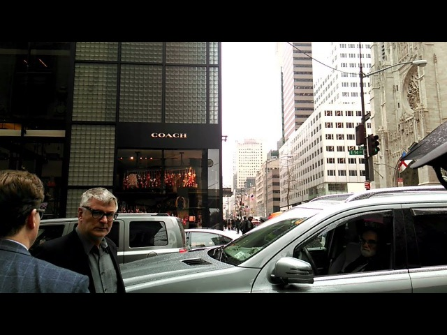 Как я встретила Алека Болдуина. Alec Baldwin on Fifth Avenue, New York