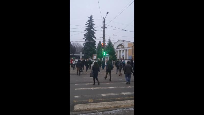 Так настроили светофор на площади победы