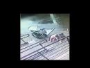 Окно упало на маму с коляской Москва