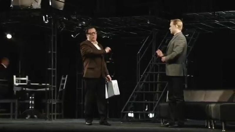 Алексей Красноцветов в спектакле Маленький семейный бизнес /3