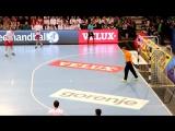 Иван Мацкевич отбивает 7-метровый бросок