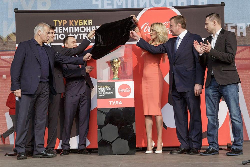Состоялась презентация главного трофея чемпионата мира по футболу - Кубка мира ФИФА