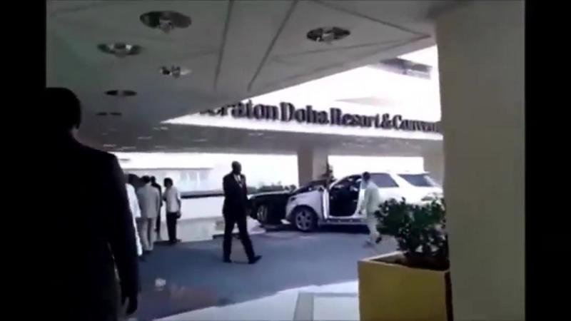 Накуренный чел на Mercedes громит отель в Дубаи