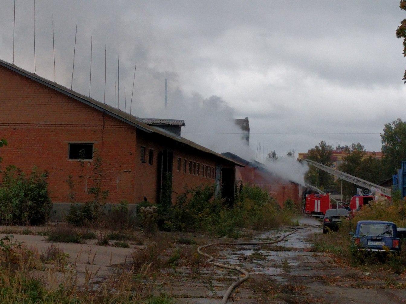 Вглобальной web-сети  появилось видео крупного пожара наскладе вБрянске