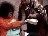 видео Пуруша Шакти Деви Свами обедает в семье преданных