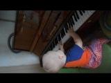 маленький музыкант )))