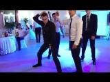 Гость на свадьбе жжет. Очень смешно танцует. Танцы  Вите надо выйти