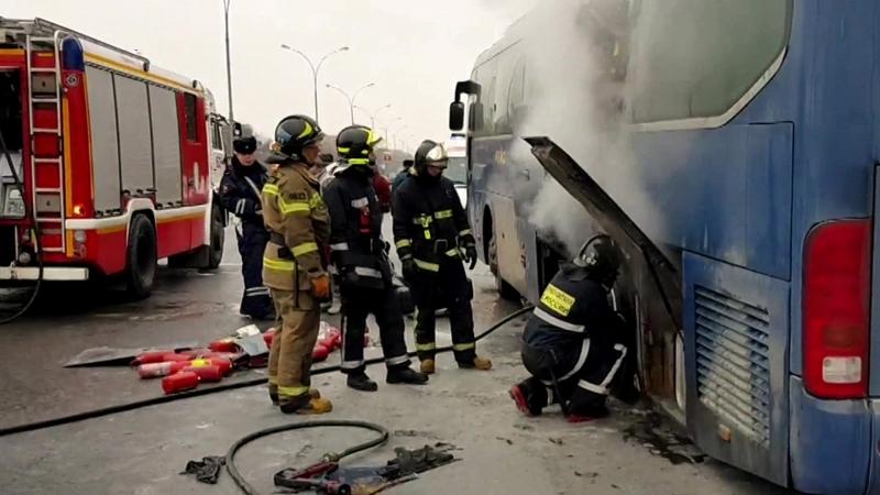 На Волгоградском проспекте загорелся автобус с детьми и врезался в иномарку
