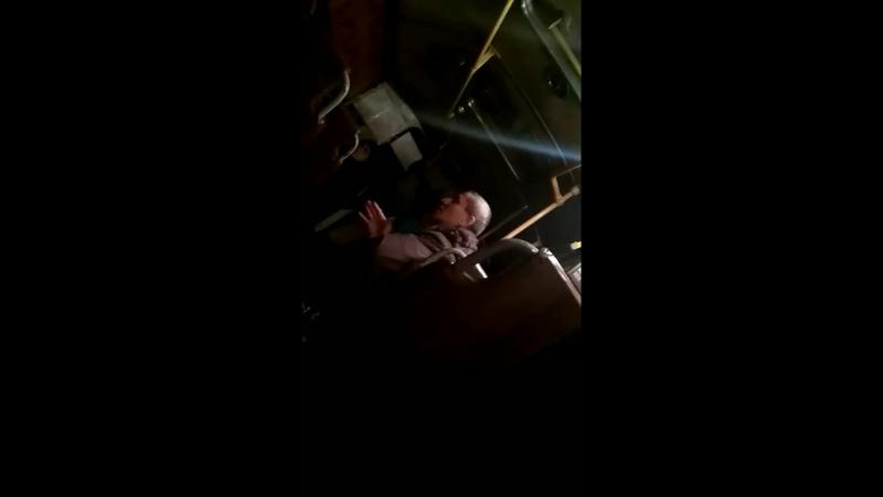 Пьяный чудак в автобусе Киров-Мураши 1 января