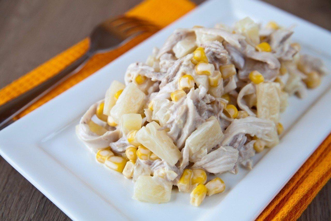 Салаты из ананасов консервированных и курицы