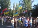 Гремит песня УПА,Героям слава!-орут в Краматорске бандеровцы,и флаги ПСов по ветру.