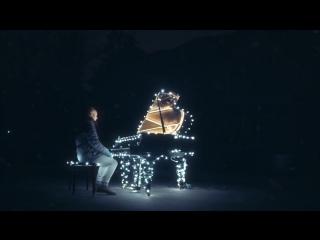 88 Piano Keys Control 500,000 Christmas Lights! I Saw Three Ships - The Piano Gu