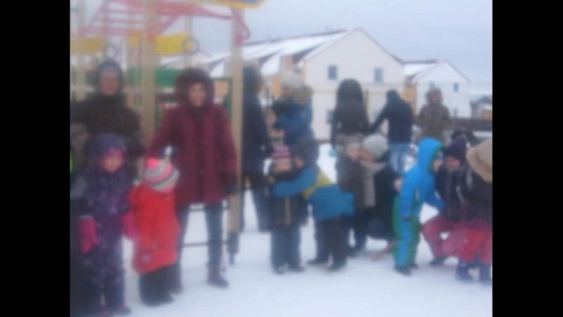 Новогодний праздник на детской площадке
