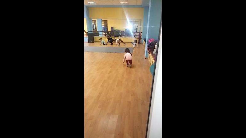 моя будущая гимнастка. наши тренировки)
