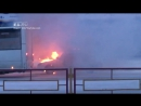 Очевидцы сняли как автоинспектор в Каменске Уральском тушил горящую Приору