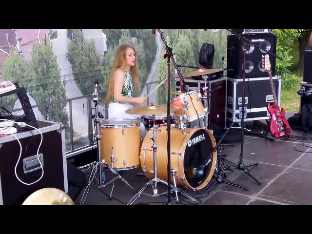 Tatyana Babenko- Fall Out Boy- This Ain't A Scene, It's An Arms Race (drum cover) backstage vide