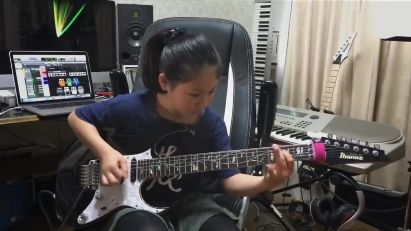 Rock N Roll Guitarist Li-Sa-X _ 12-year-old guitar prodigy (1)